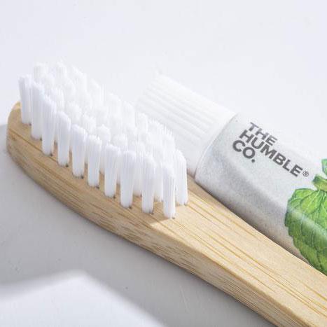 KIT Escova de dentes The Humble + Mini pasta fresh mint