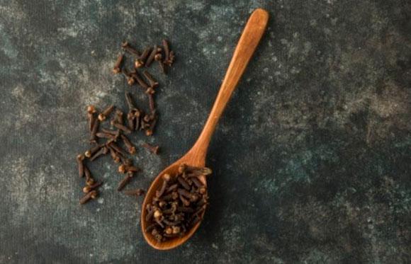como usar óleo essencial de cravo